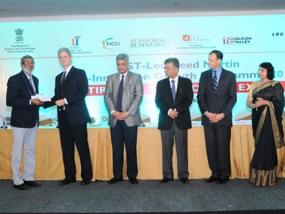 Receiving cash prize Rs.1,00,000 from Mr.Eric Azulay IC2 Institute- UT Austin as part IIGP-2016